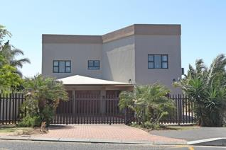 Modern 4 bedroom family home in Goedemoed, Durbanville