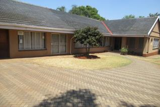 Secluded estate on a small holdings-do you need space? HOME WITH HUGE POTENTIAL FOR SAL IN RASLOUW, CENTURION  4 Bedrooms(Tiles ...