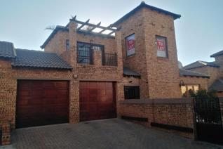 A duplex property is well located in Willowbrook along Hendrik Potgieter drive, near ...