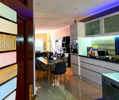 Apartment / Flat for sale in Bassonia Rock