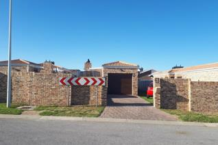 A Beautiful free standing house available to rent in Parsonsvlei. Besides the three ...