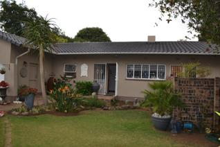 Walking  distance  to  the  new  CURRO  school  and  minutes  away  from  the  HURLYVALE  primary is this *4bed home  with  FULL  ...