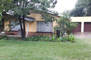 This property has the following to offer: 4 bedroom, 2 bathrooms, (e-suite incl) lounge ...