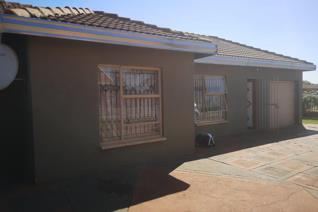 Spacious 3 bedrooms, 2 bathrooms, lounge garage, a well-looked garden, property rates, and taxes R635.50