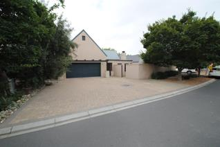 This modern 3 bedroom family home offers comfortable living in a secure and tranquil estate. This home offers large open plan living ...
