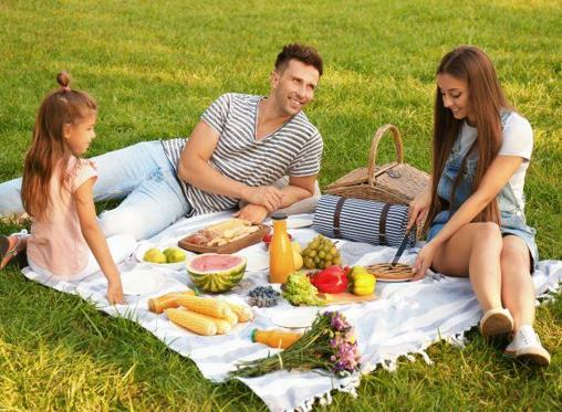 4 tips for hosting the perfect garden picnic