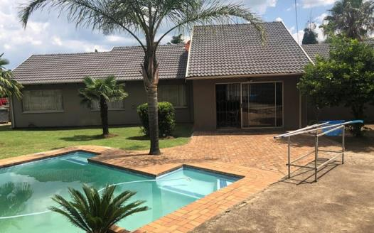 3 Bedroom House for sale in Brackendowns