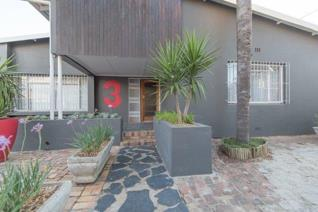 A fabulous home just waiting for it's new owner.   Sole mandate.  De Huys properties ...