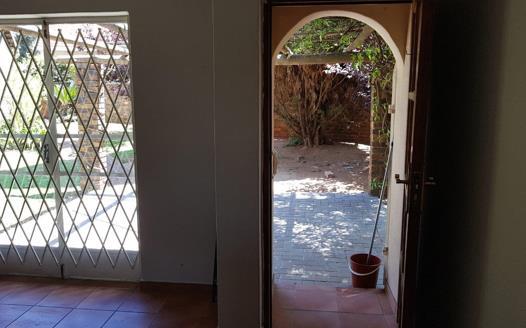 2 Bedroom Townhouse to rent in Die Hoewes