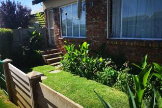 Lovely green garden  in peaceful complex and well secured Lots of extra parking behind ...