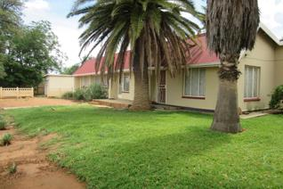 Sturdy house situated on a corner stand.  House consists of 4 bedrooms, 2 bathrooms, kitchen, pantry, lounge, dining room and TV ...