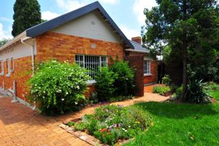 Golden Oldie in Parkhurst Spacious treed garden with green lawns  a single garage & ...
