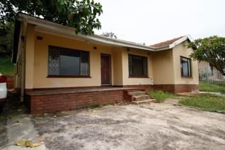 The Subject Residential Property comprises;   Kitchen  Lounge/ Dining Room  3 Bedrooms ...