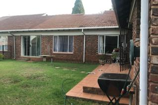 Eldoraigne ;  House 3 Bedrooms, 2 Bath Rooms, Very Big Lounge, T V Room, Dining Room ...