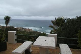 3 bedroom apartment  This 3 bedroom fully furnished apartment could go as a house. On the bottom part of the premises. Fantastic sea ...