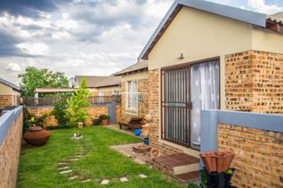 This amazing townhouse close to Retail and Lifestyle crossing, Wilgeheuwel Hospital and ...