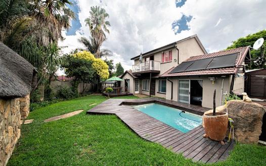 4 Bedroom House for sale in Weltevreden Park