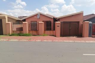 A beautiful home with 3 bedrooms all bic (built in cupboard) fitted kitchen, lounge, beautiful bathroom, garage and well secured!