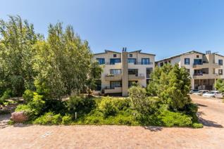 Ideal for lock up and go! This neat apartment in Somerset Links is situated on the ...