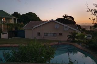 3 bedroom 2 bathroom plus 1 bedroom flat.   Rental includes garden and pool ...