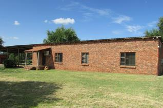 Price negotiable!!!  Located only 11 km from town, this smallholding is in the Rashoop ...