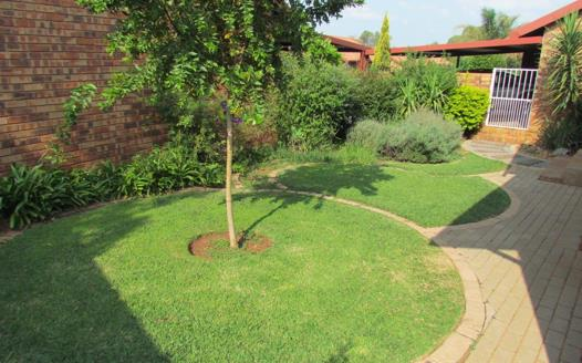 3 Bedroom Townhouse for sale in Highveld