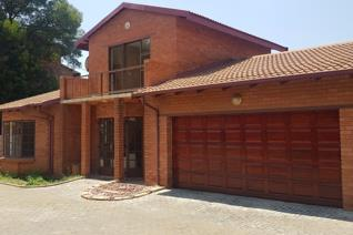 Facebrick townhouse to rent in Vanderbijl park SE2.  Consist of Lounge, Kitchen with scullery/ Laundry.  4 bedrooms, 3 bathrooms.2 ...