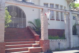 Stunning spacious 2 bedroom house to rent. One bathroom with shower and toilet as well ...