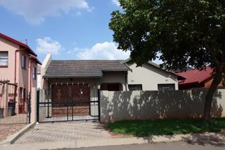 This House Is situated not far from the schools , Shopping Centre around the corner ,Petrol station also around the corner,Public ...