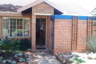 Need peace of mind when you get older, don't look further, Koraal Retire village is just the place. 73s This property is in excellent ...