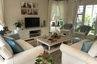 We have a gorgeous town house available for rent!! Situated in the heart of Nahoon ...