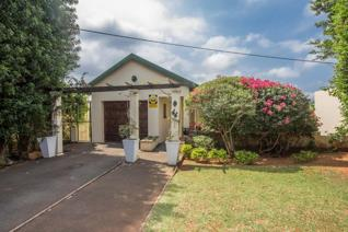 Commune for like minded people, kitchen and lounge and communal area. In walking distance to popular fast food outlets.   2 x R3 100 ...