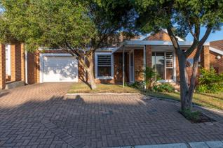 This extremely neat property is situated in Goede Hoop Villas, Brackenfell.  Only 400 m ...