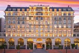 Luxury 5 star opulence in one of the most magnificent hotel style apartment buildings on ...