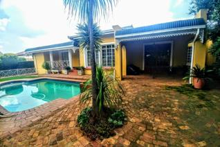 Situated in Casseldale, Springs on the East rand.   You will be pleasantly surprised to experience a feeling of country life so close ...