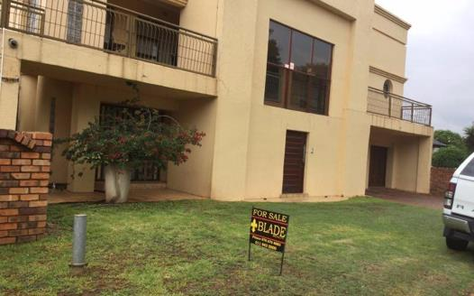 7 Bedroom House for sale in Lenasia South