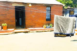 Basic house with Big yard for sale in Orlando East for R 555 000.   This basic house has 1 bedroom, open plan lounge and kitchen, and ...