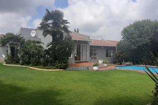 Lounge, Dining Room 3 Beds 2 Baths Mes Double Garage  Pool with Beautiful Garden Helpers ...