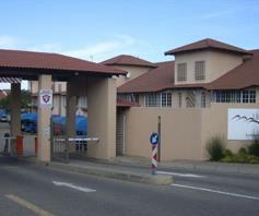 Townhouse for sale in Glen Marais