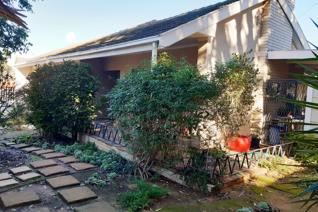 Gorgeous three-bedroom family home in Malmesbury waiting just for you. With a huge garden, patio, and undercover braai area there's ...