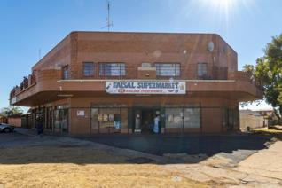 Commercial Property for Sale in Strubenvale.  On the lower level there is a spacious convenience store.  2 office spaces. Storage Units ...