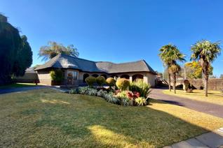 Family home situated in the heart of Wilkoppies.  Offering 4 spacious bedrooms, 3 bathrooms, study room, 4 large lounge areas, dining ...