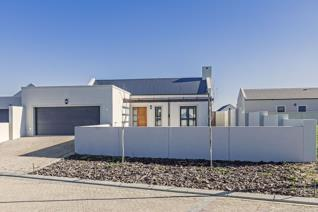 This single storey family home is situated in a popular lifestyle estate.  It offers high ceilings and a tiled open plan lounge and ...