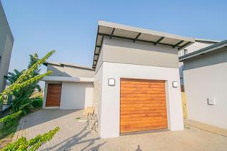 Ideally located in the sought after Palm Lakes Estate is this newly built family home. ...
