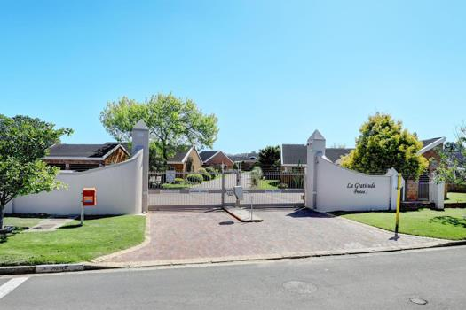 3 Bedroom Townhouse for sale in Durbanville Central