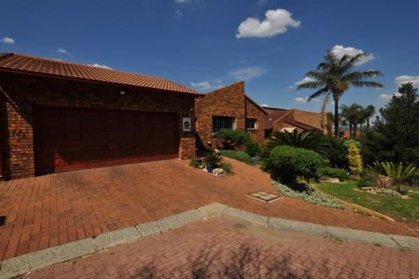 4 Bedroom House For Sale In Constantia Kloof 851 Grysbok Turn P24 109383234