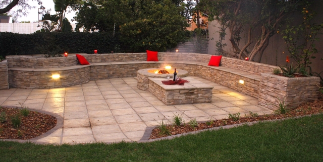 5 Outdoor Fire Pit Ideas For Summer Evening Entertaining