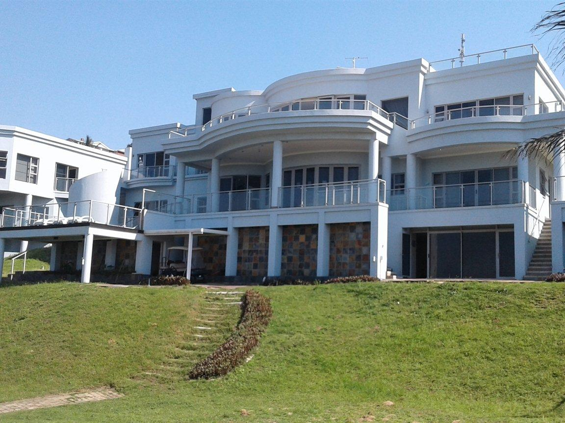 . 10 bedroom House for sale in Zinkwazi