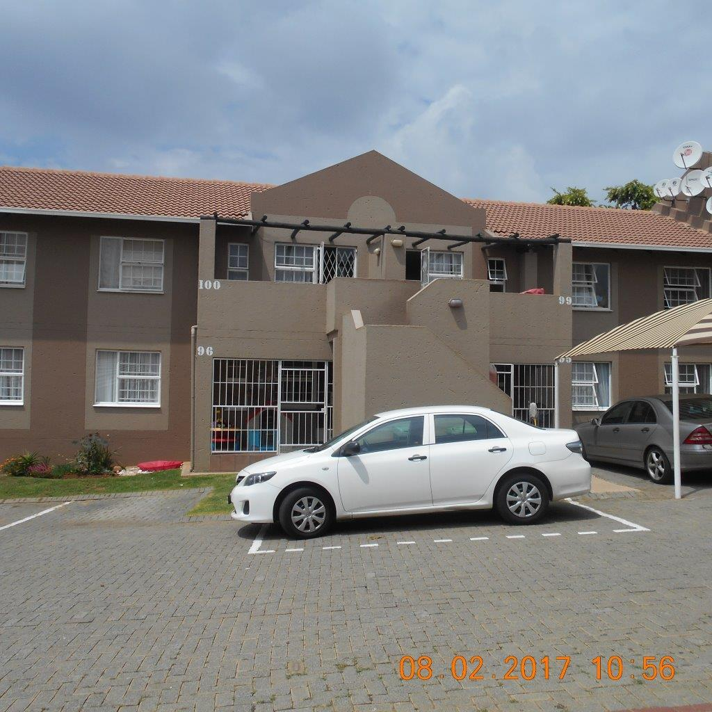 3 bedroom townhouse to rent in meyersdal