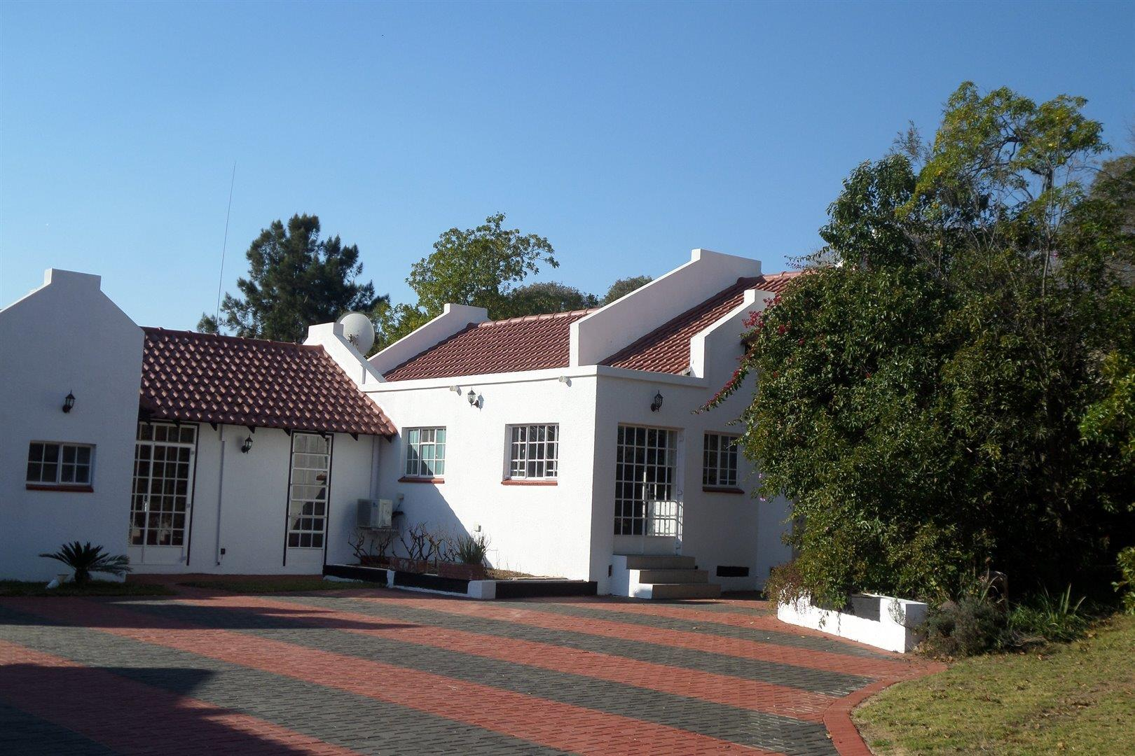 beautiful spacious cottage for rental in boomed off area r5 650